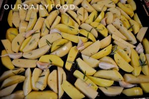 Cartofi crocanti la cuptor cu rozmarin