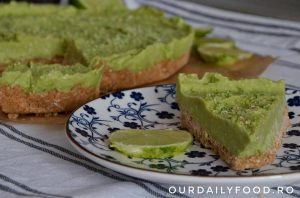 Tarta raw vegana cu avocado si lime (Key Lime Pie)