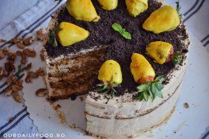 Tort de morcovi cu crema de branza si caramel