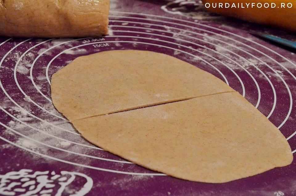 Samosas cu cartofi si mazare - aperitiv indian popular