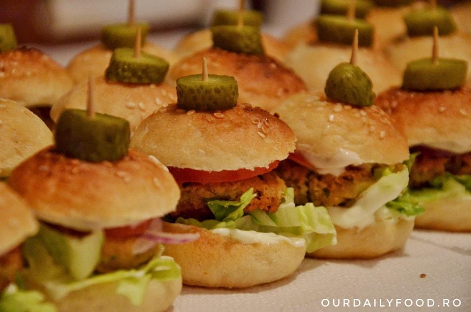 Chiftele din linte rosie sau mini burgeri din linte