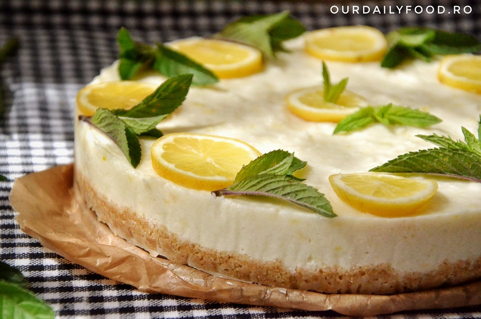 Tort sau tarta raw vegana cu lamaie