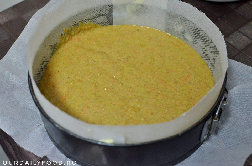Tort de morcovi cu crema de branza si zmeura