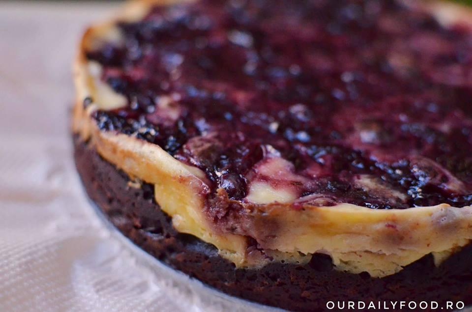 Brownies cu cheesecake sau negresa cu branza si cirese