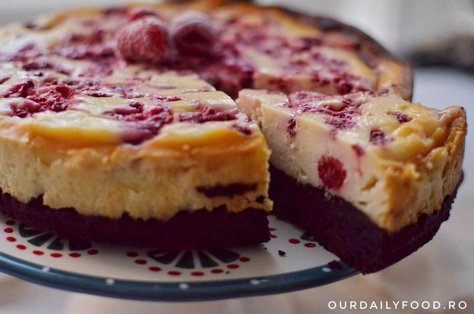 Cheesecake cu blat de negresa ciocolatoasa