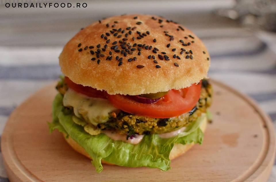 Burger vegan cu legume sau chiftea de legume