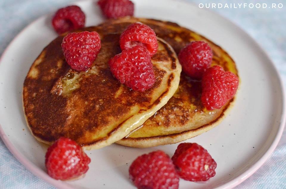Pancakes cu fulgi de ovaz si banane