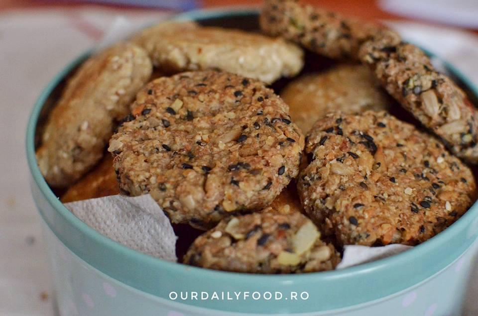 Biscuiti vegani cu seminte si faina integrala, dulci sau sarati