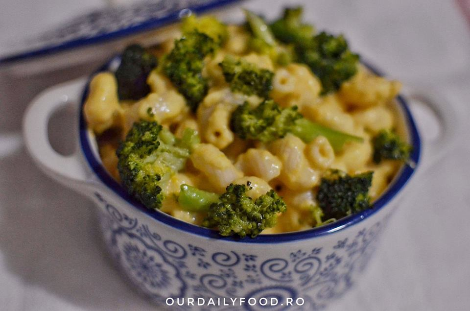 Paste cu sos vegan de branza simple sau cu brocoli