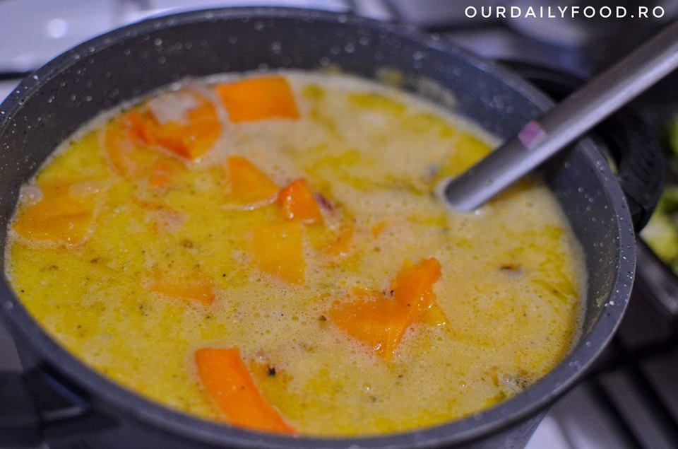 Supa crema de dovleac cu lapte de cocos