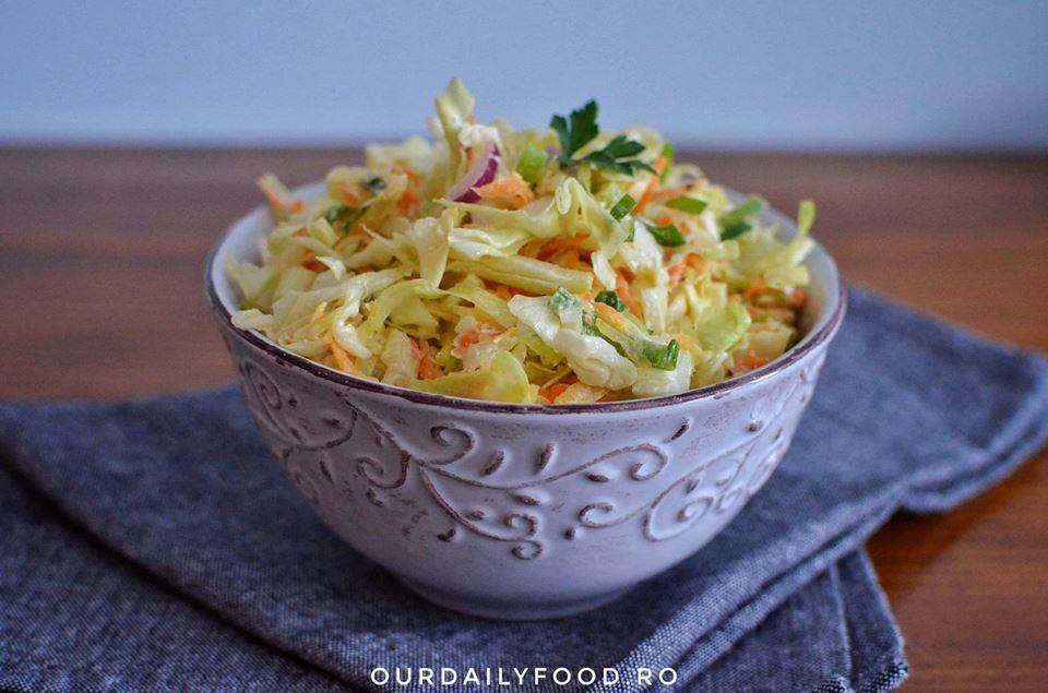 Salata coleslaw - o garnitura perfecta