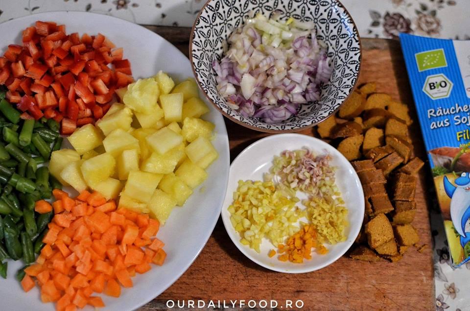 Ananas umplut cu orez si legume - reteta vegana