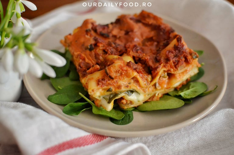 Lasagna cremoasa cu legume, tofu si spanac