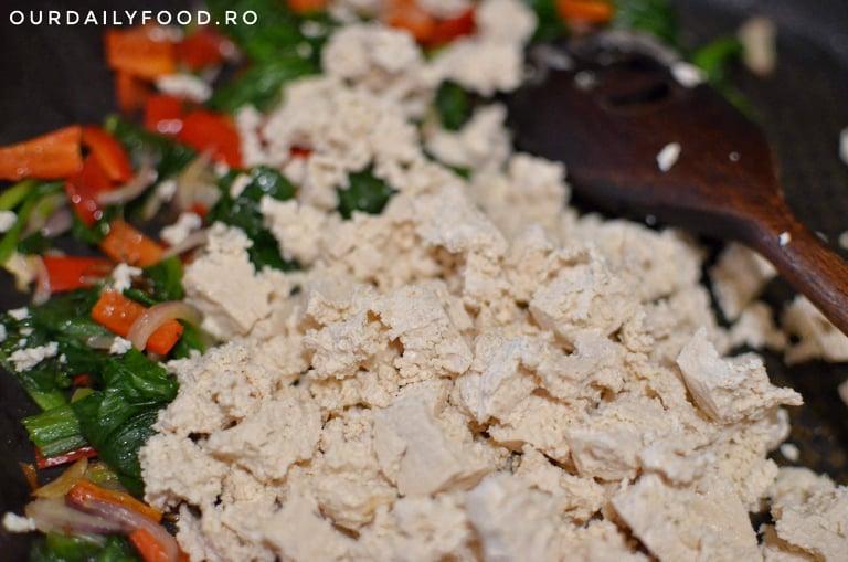Omleta din tofu cu ardei si spanac