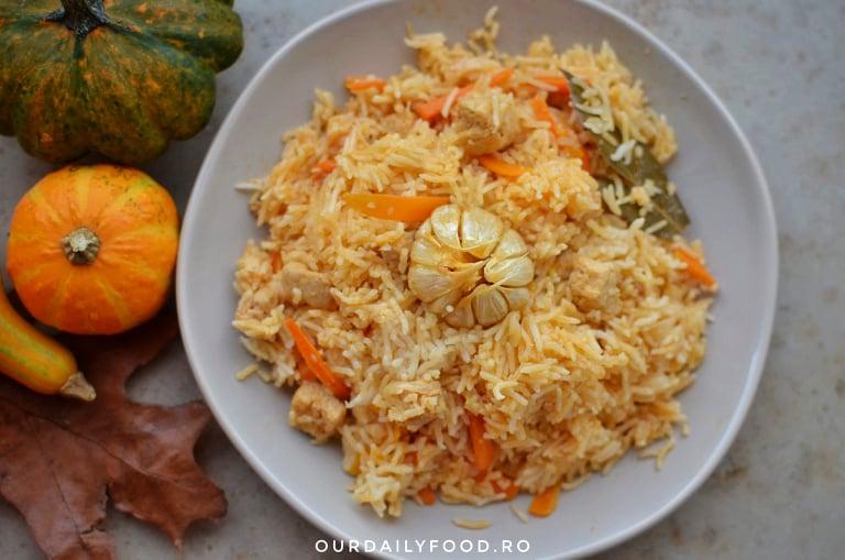 Plov sau pilaf de orez cu legume