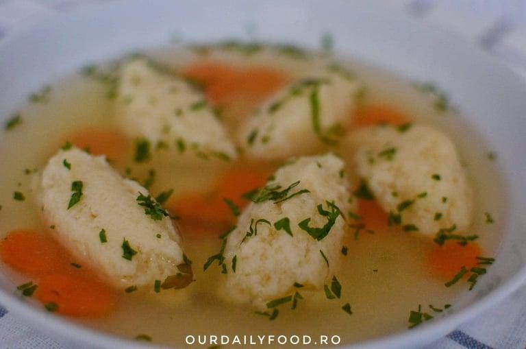 Supa de legume cu galuste pufoase de gris