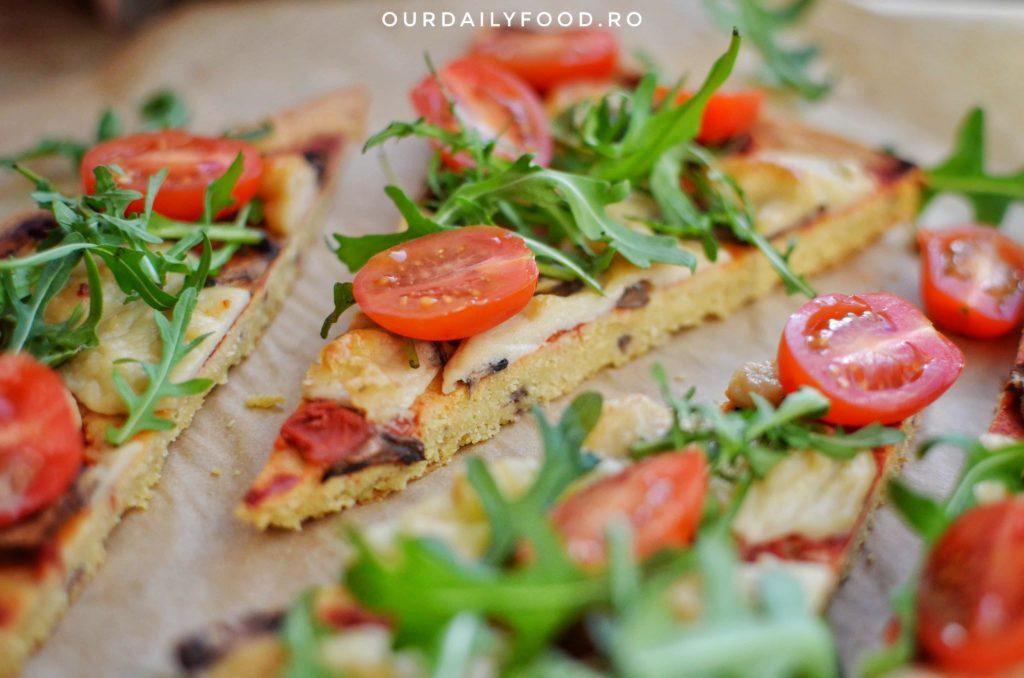 Pizza fara gluten cu blat din faina de naut